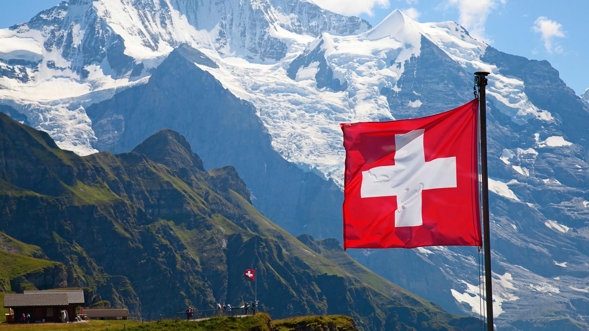 les suisses disent oui par r u00e9f u00e9rendum  u00e0 leur loi sur le renseignement - politique