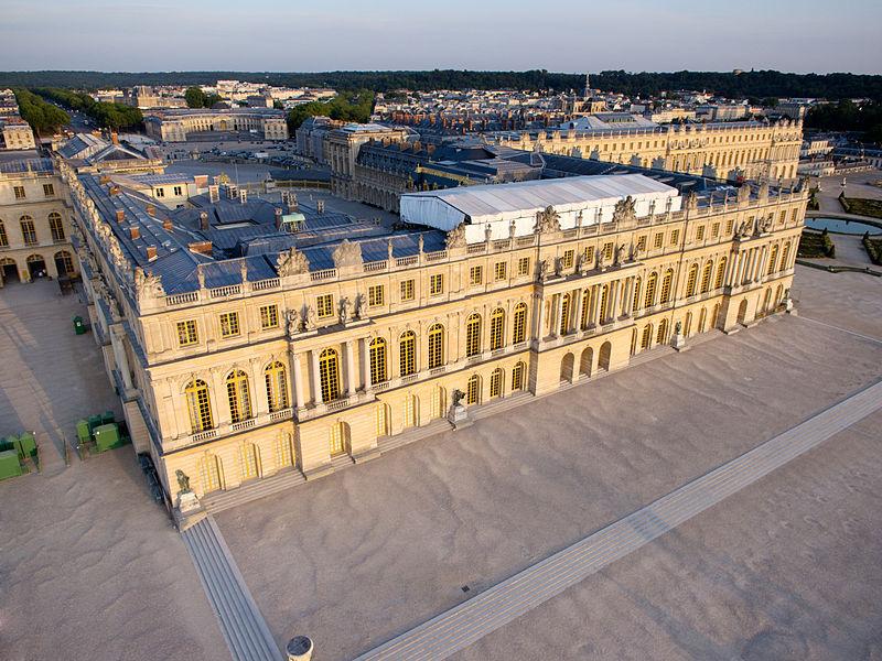 800px-Vue_aérienne_du_domaine_de_Versailles_par_ToucanWings_-_Creative_Commons_By_Sa_3.0_-_002