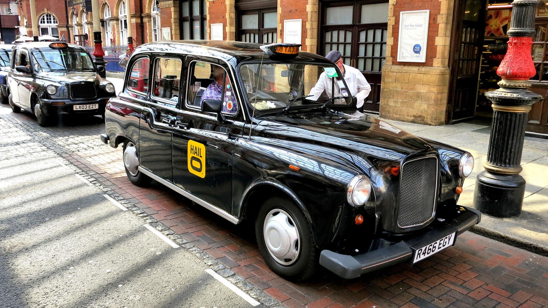 les taxis londoniens vont accepter les cartes bancaires pour contrer uber tech numerama. Black Bedroom Furniture Sets. Home Design Ideas