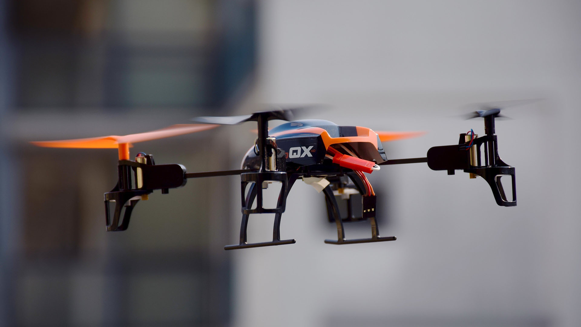 Régulation des drones : déclaration, transpondeur, bridage, signal sonore…