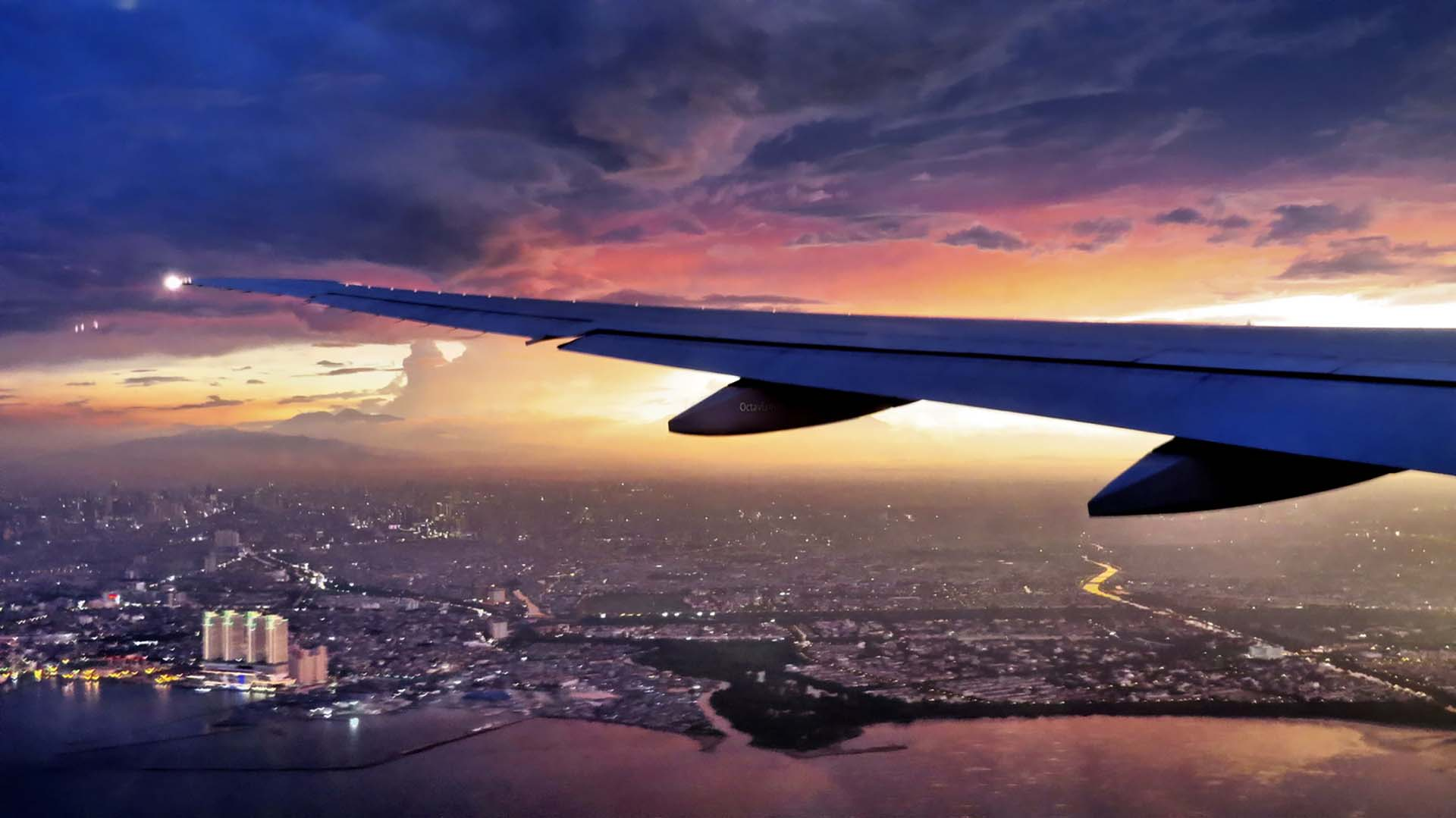 l 39 a roport de nice accueille l 39 a380 le plus gros avion du monde en france bleu avion. Black Bedroom Furniture Sets. Home Design Ideas