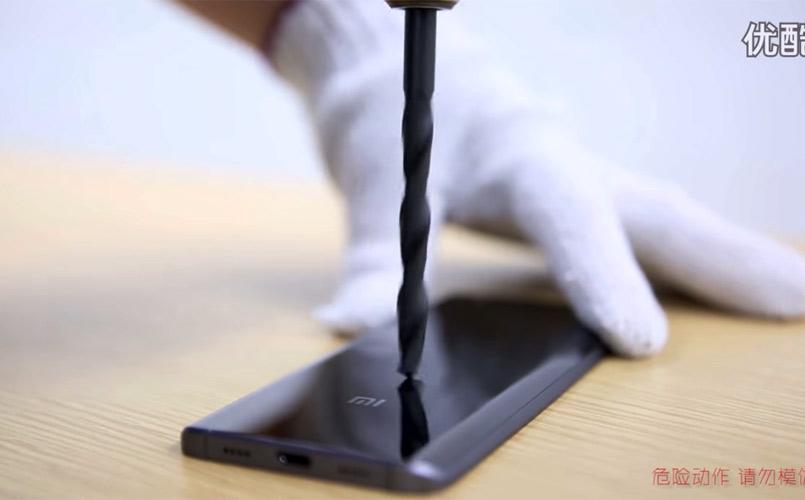 Un Crash Test Du Xiaomi Mi5 Prouve La Resistance De Ceramique Pour Les Smartphones
