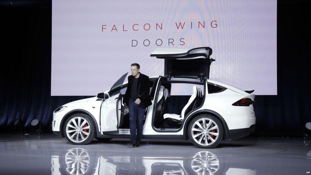 Un Bug Sur La Tesla Model X Bloque Certains Conducteurs 224