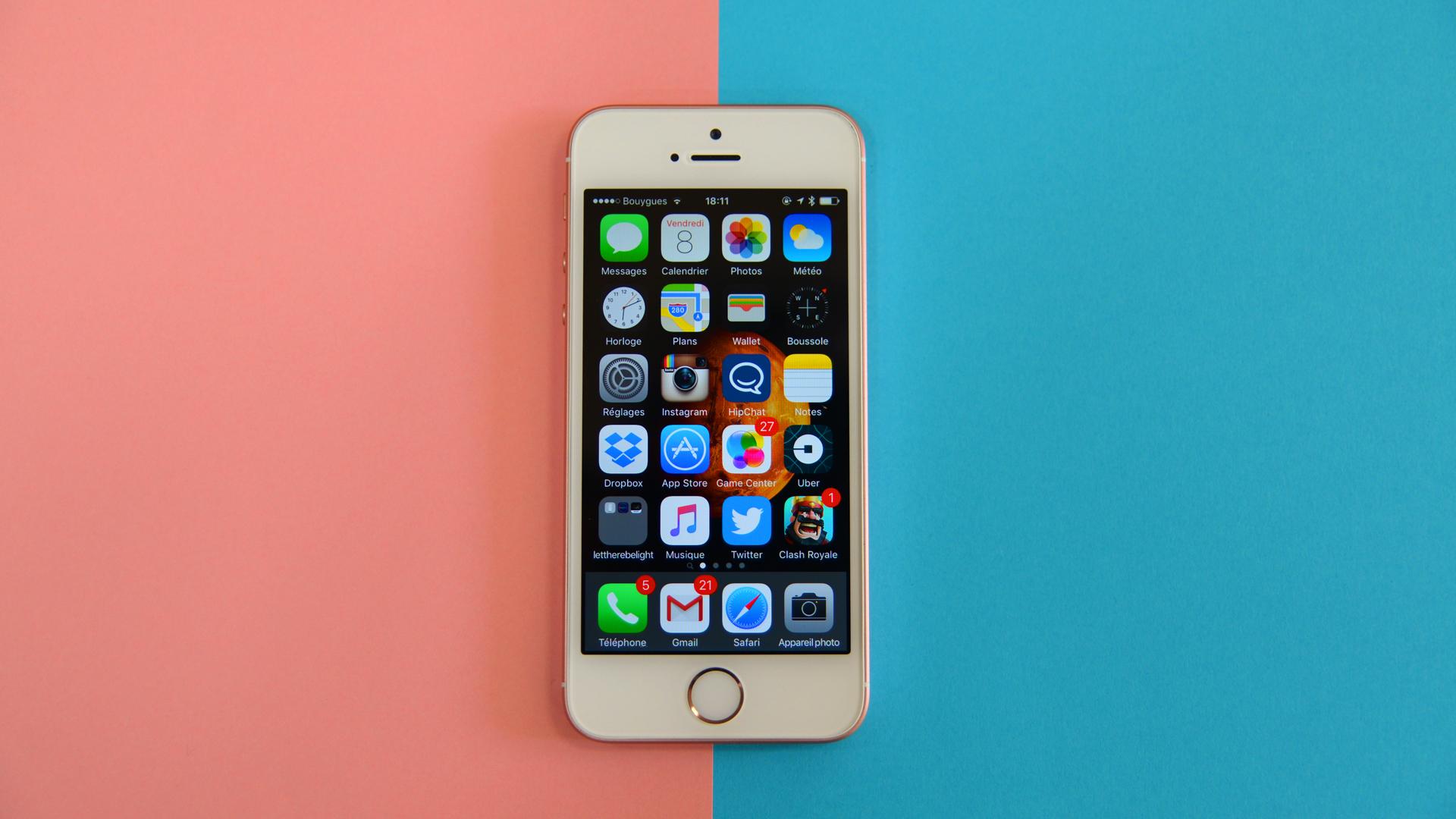 test de l 39 iphone se puissance et l gance en taille r duite tech numerama. Black Bedroom Furniture Sets. Home Design Ideas