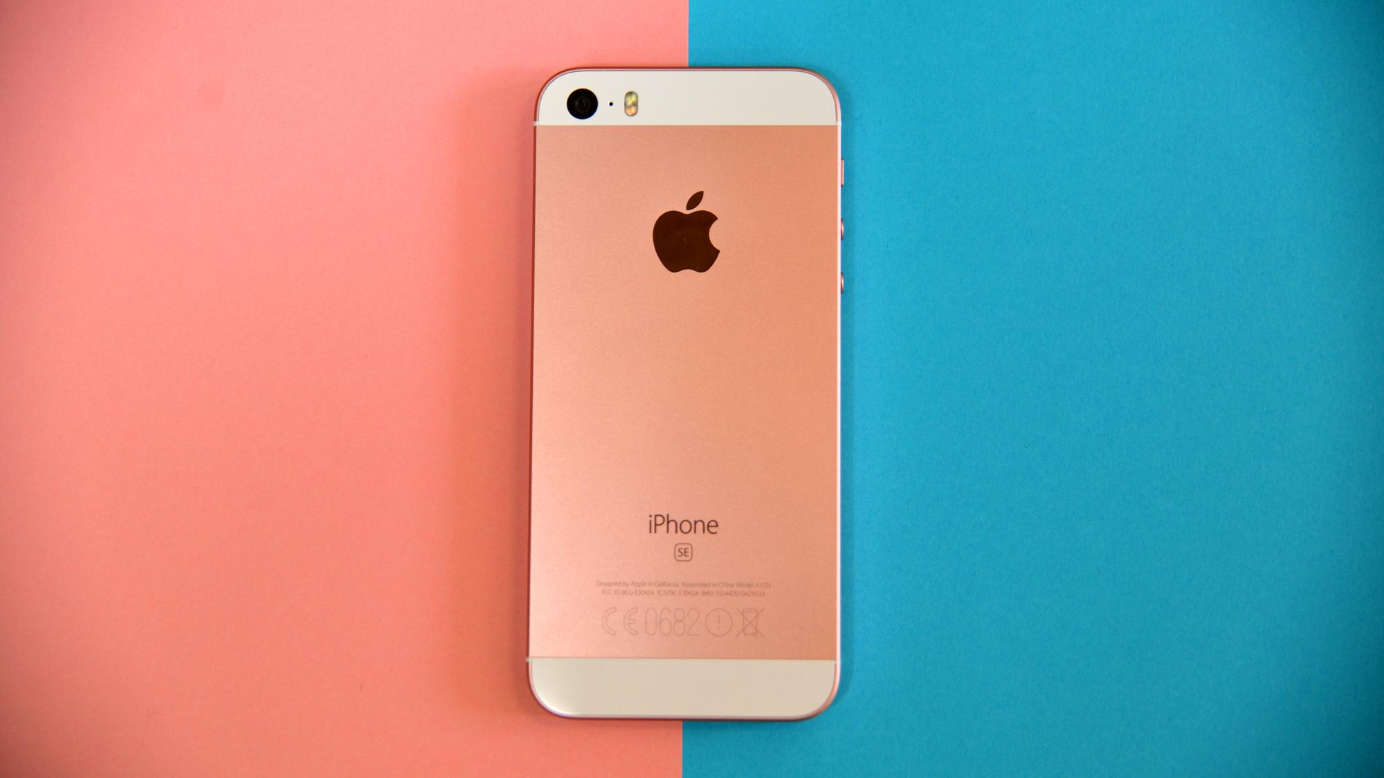 apple met jour ses iphone se avec des mod les 32 et 128. Black Bedroom Furniture Sets. Home Design Ideas