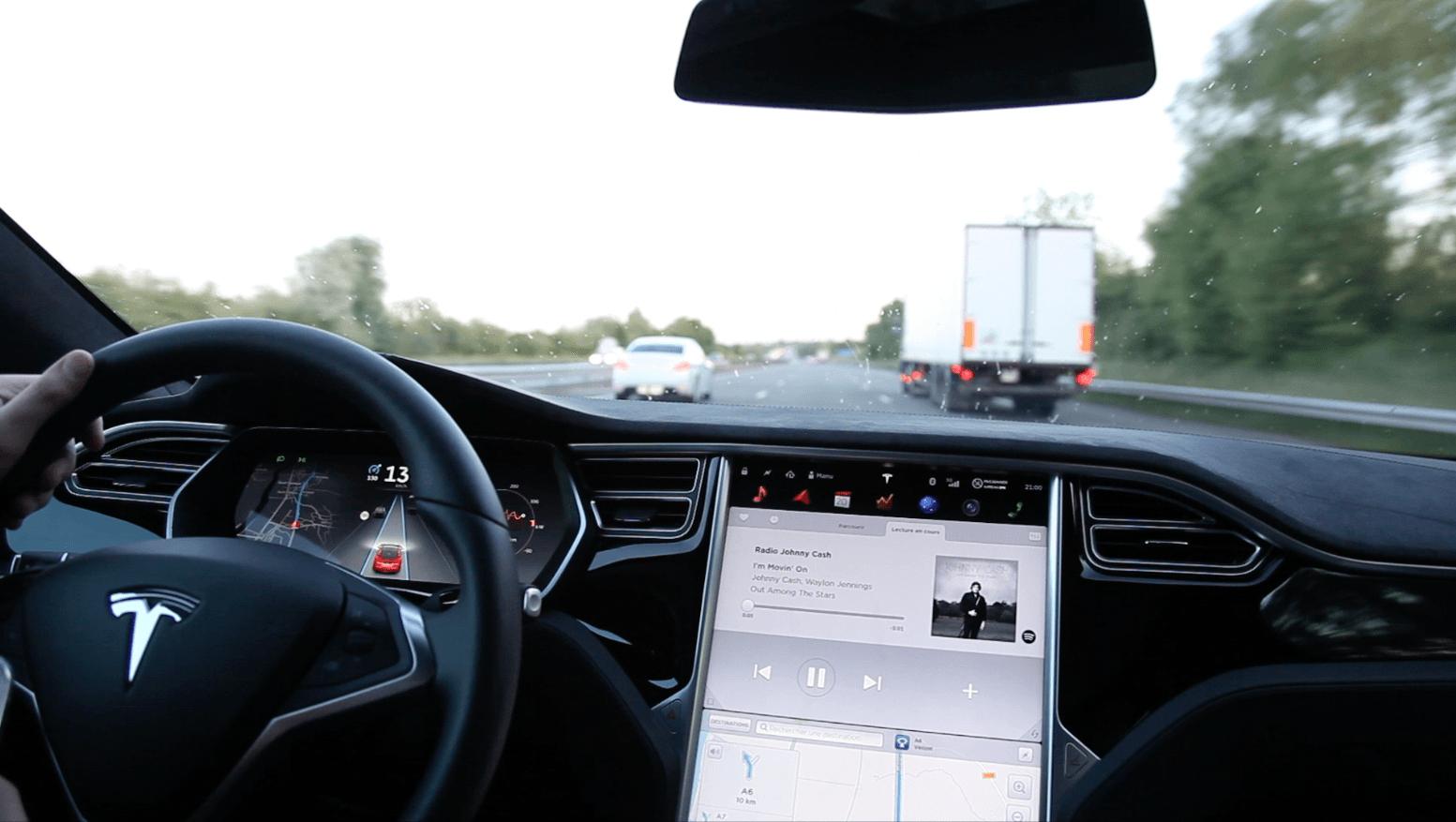 Un Mort Dans Une Voiture Tesla Model S En Mode Autopilot