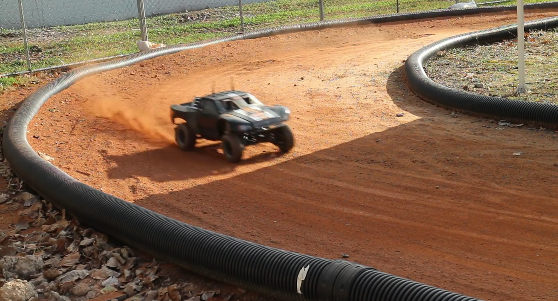 Autorally une mini voiture de course open source tech numerama - Image voiture de course ...