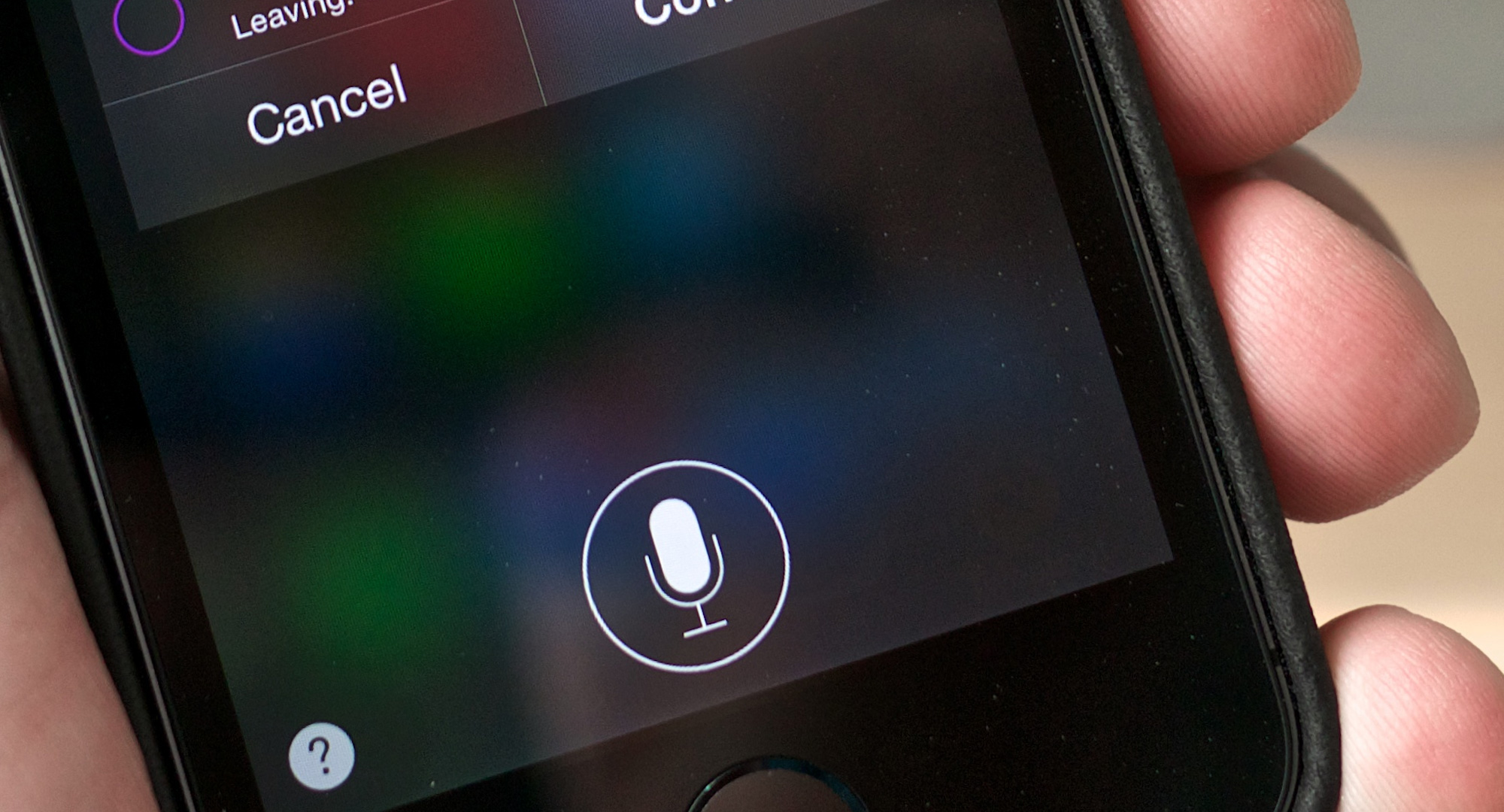 Gilbert Collard croit être sur écoute après avoir entendu Siri