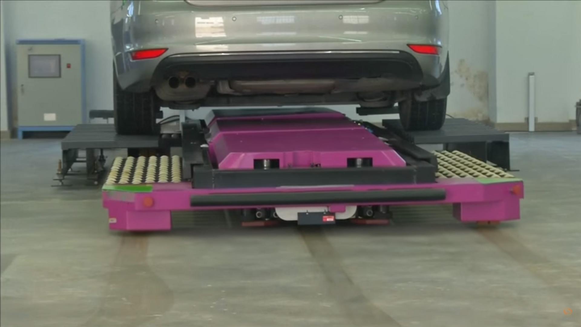 ce robot ira garer votre voiture au parking votre place tech numerama. Black Bedroom Furniture Sets. Home Design Ideas