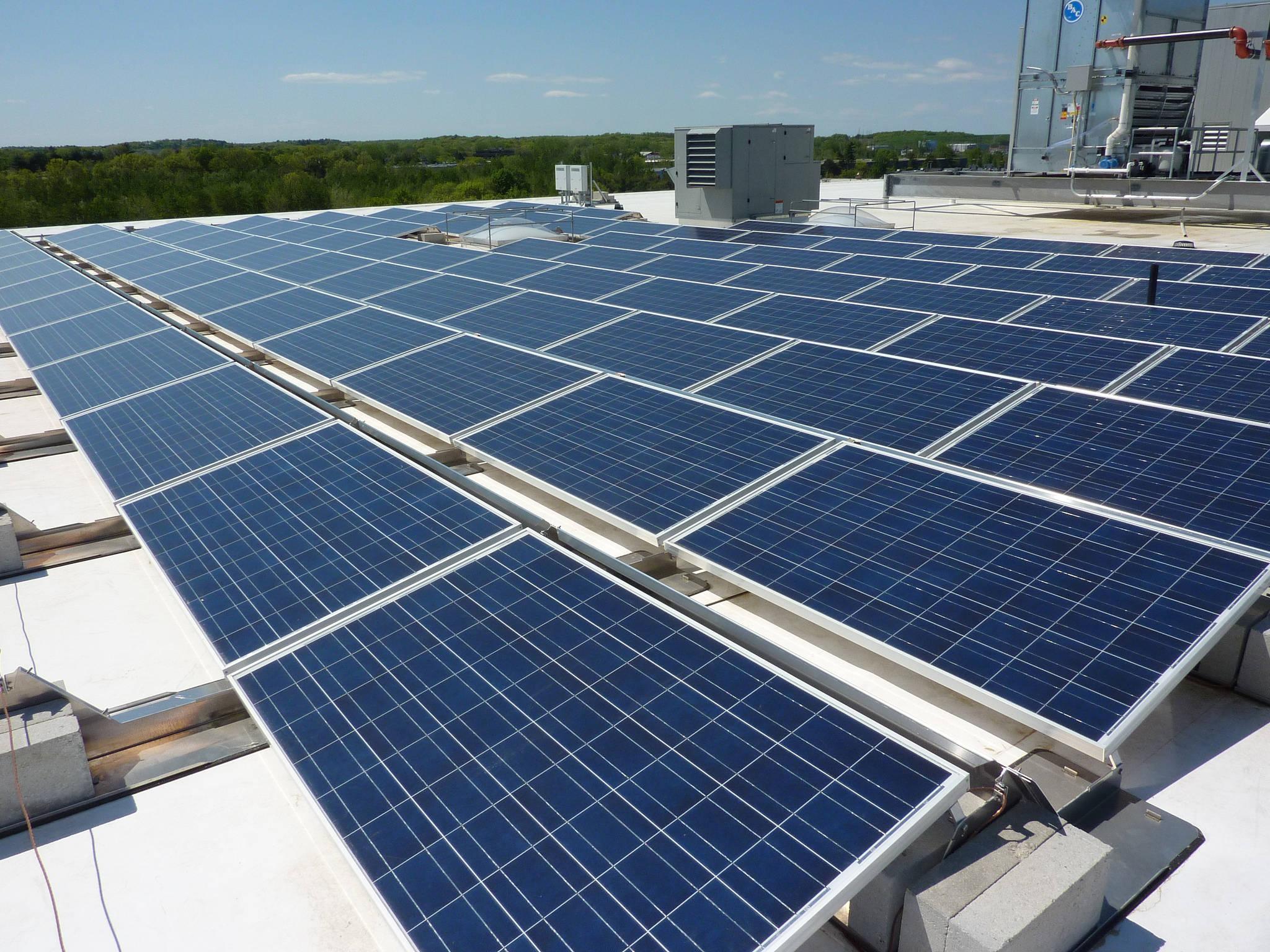 un toit tesla solarcity bient t d voil premier pas vers la voiture solaire business. Black Bedroom Furniture Sets. Home Design Ideas