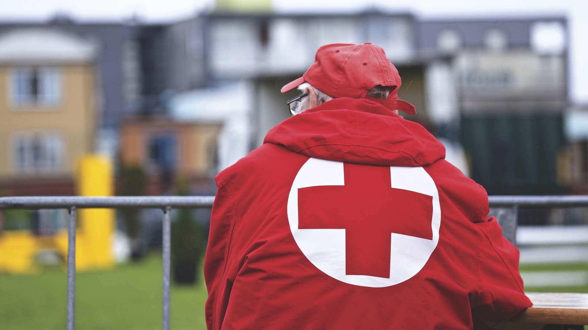 l 39 appli qui sauve la croix rouge vous assiste dans les premiers secours tech numerama. Black Bedroom Furniture Sets. Home Design Ideas