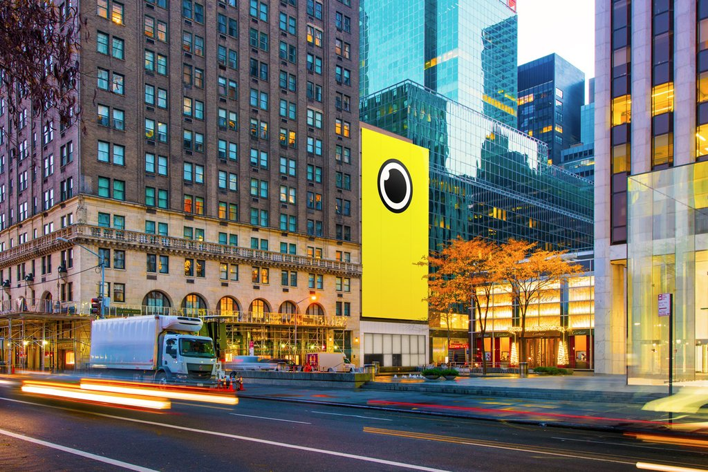 Spectacles : Snapchat installe une boutique géante en face de l'Apple Store de New York - Business - Numerama