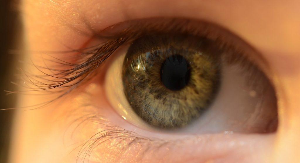 yeux-oeil-lentille