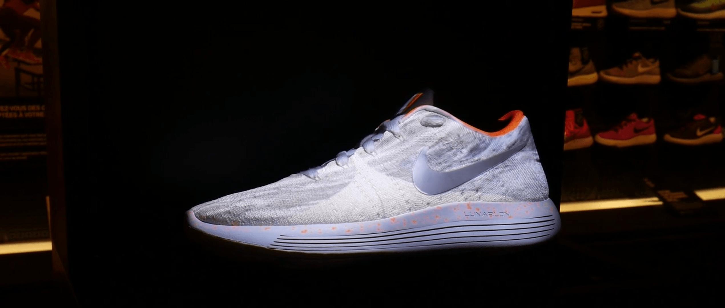 En Dans Des La Boutique Réalité Augmentée Personnalisez Vos Nike TFgqaB