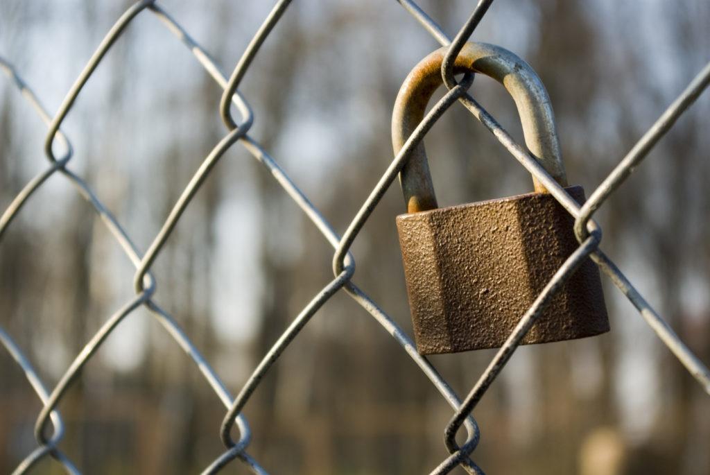L eff claque la porte du w3c pour protester contre l for Porte qui claque