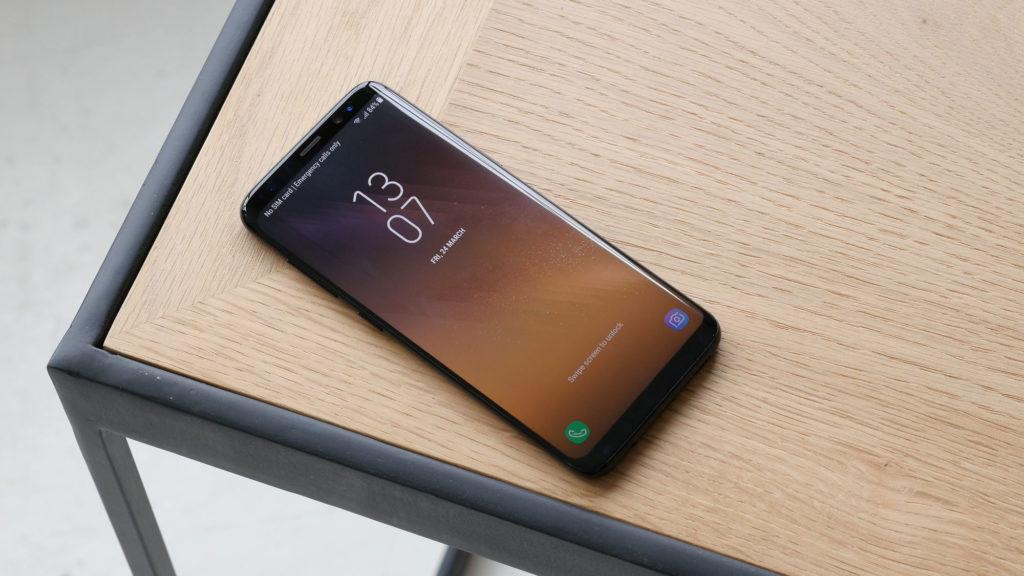 test du samsung galaxy s8 la voie vers le smartphone de demain est ouverte tech numerama. Black Bedroom Furniture Sets. Home Design Ideas