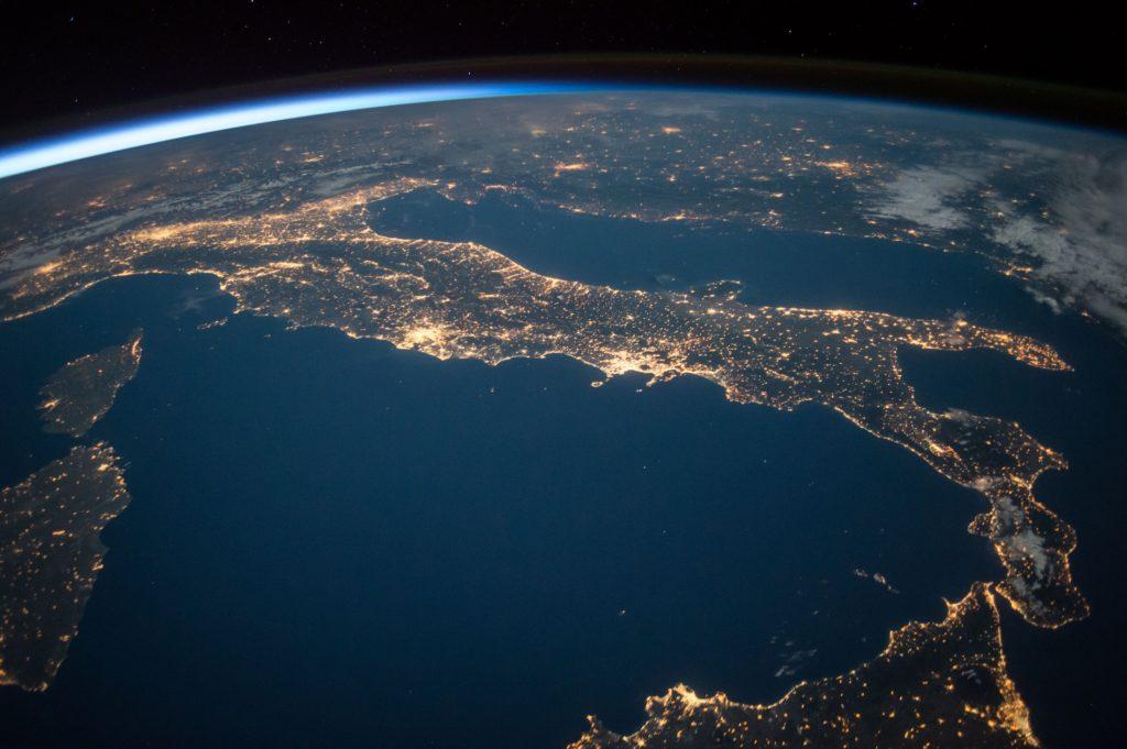 europe vue ciel satellite nuit