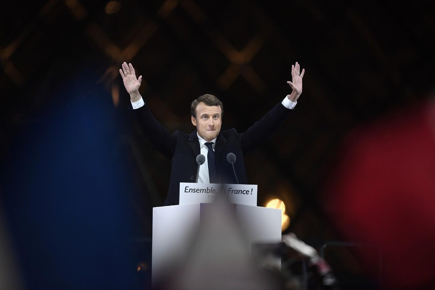 La Russie aurait utilisé de faux comptes Facebook pour espionner Macron