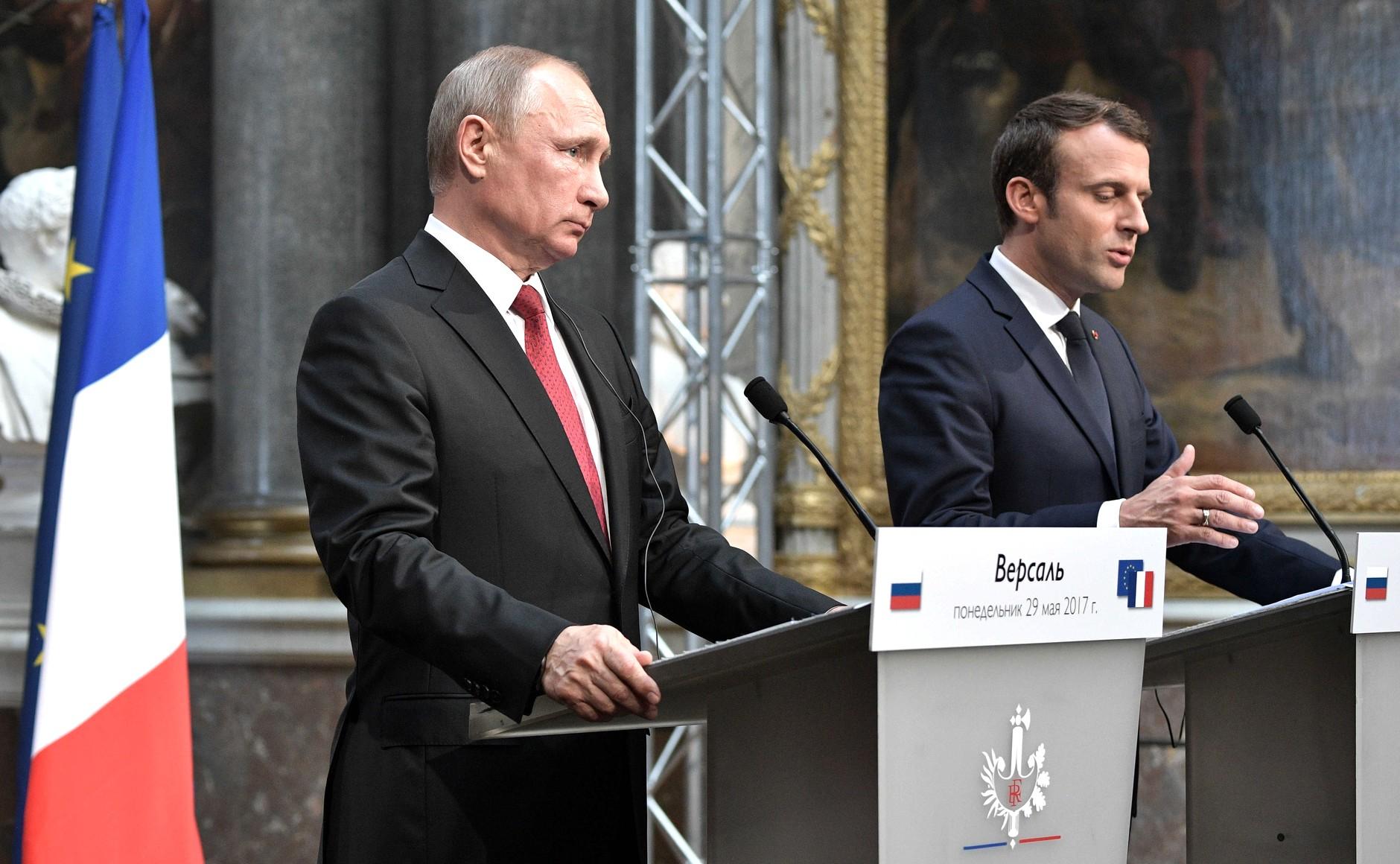 La Russie aurait tenté de surveiller l'entourage de Macron via Facebook