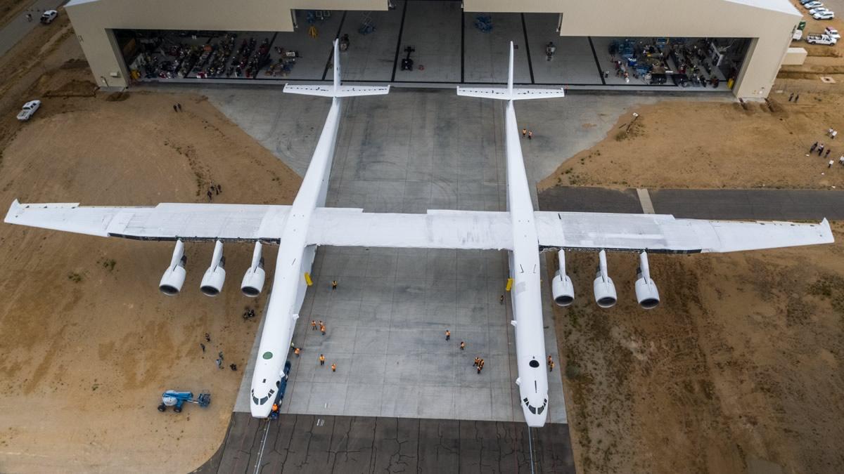 Présentation d'un avion géant destiné à lancer des fusées — Etats-Unis