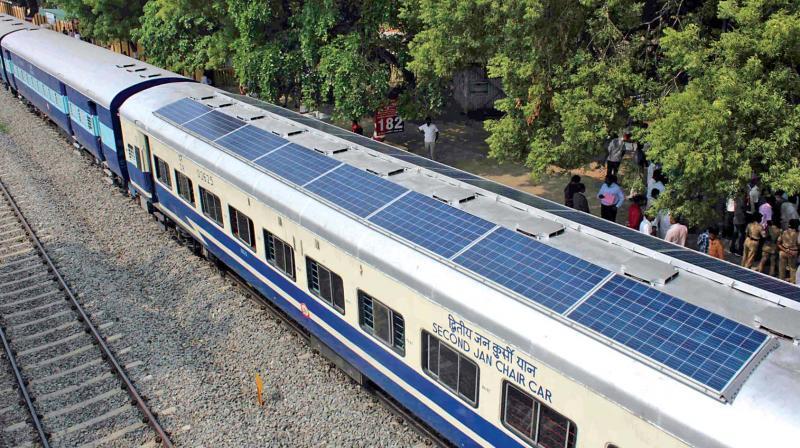 l 39 inde veut faire conomiser du diesel ses trains gr ce des panneaux solaires tech numerama. Black Bedroom Furniture Sets. Home Design Ideas