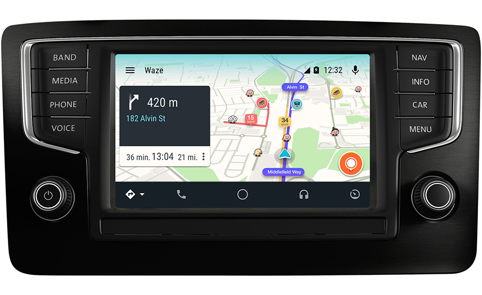 le service gps waze s 39 invite bord d 39 android auto tech numerama. Black Bedroom Furniture Sets. Home Design Ideas