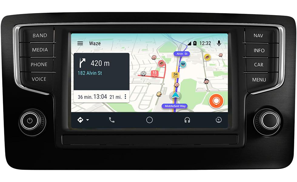 le service gps waze s 39 invite bord d 39 android auto tech numerama. Black Bedroom Furniture Sets. Home Design Ideas