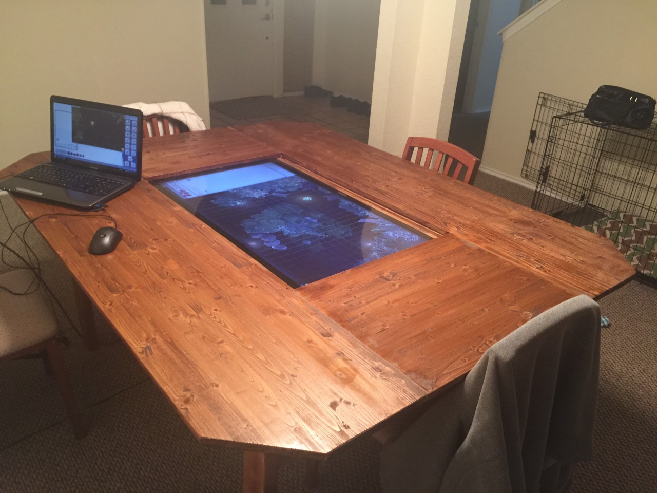 Ce fan de Donjons et Dragons a créé sa propre table de jeu high ...