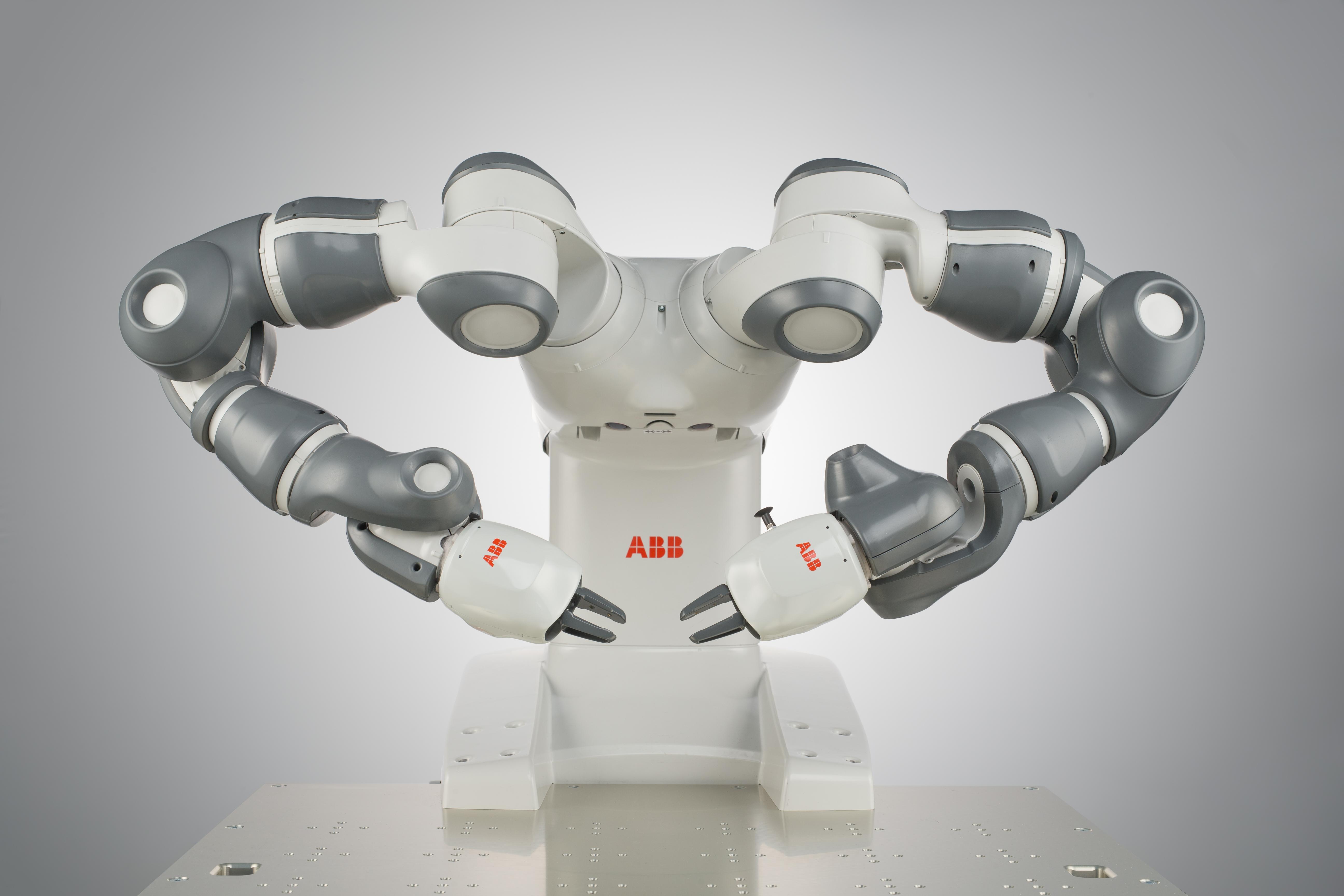 Le robot YuMi dirige un orchestre Philharmonique en ouverture du premier Festival International de Robotique