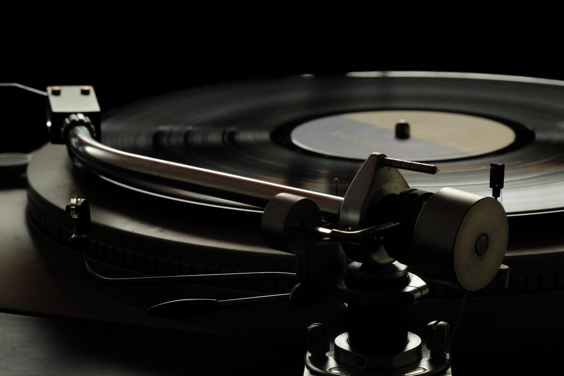 Quelle Marque De Platine Vinyle Choisir Écouter vos vinyles en bluetooth : une bonne idée pour
