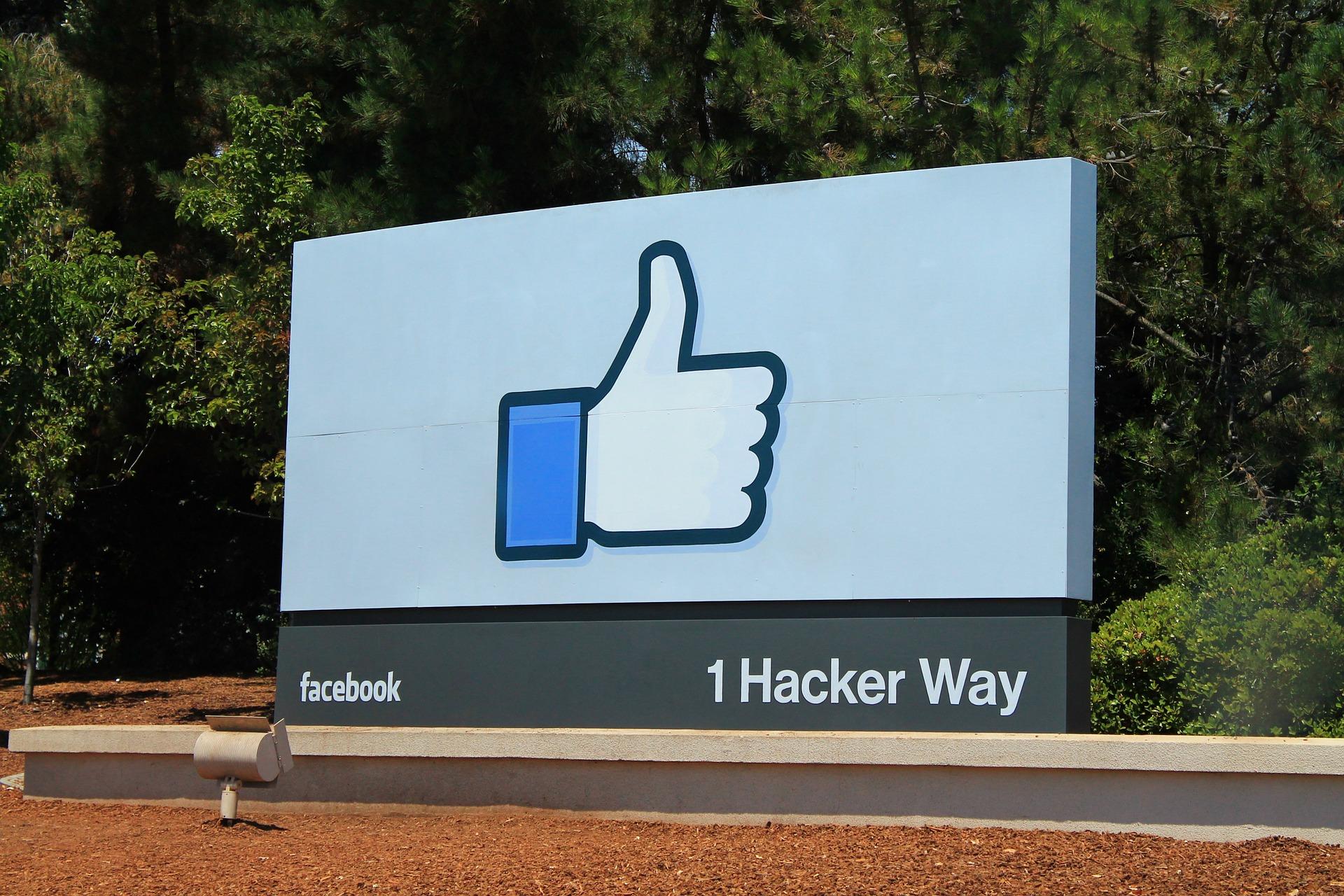 C'est un scam » : dans l'affaire des données siphonnées, Facebook met en place sa défense