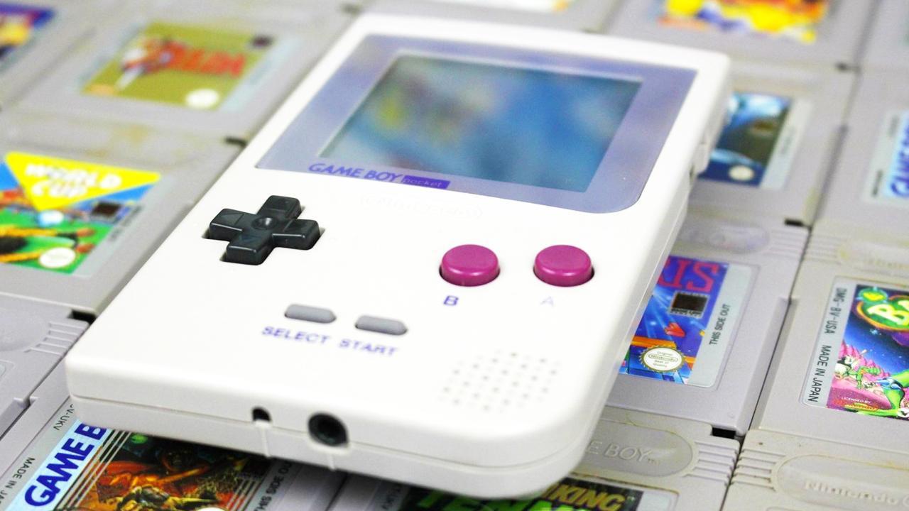 Presque 20 ans après, le Game Boy fait son retour au CES dans une version modernisée - Pop culture - Numerama