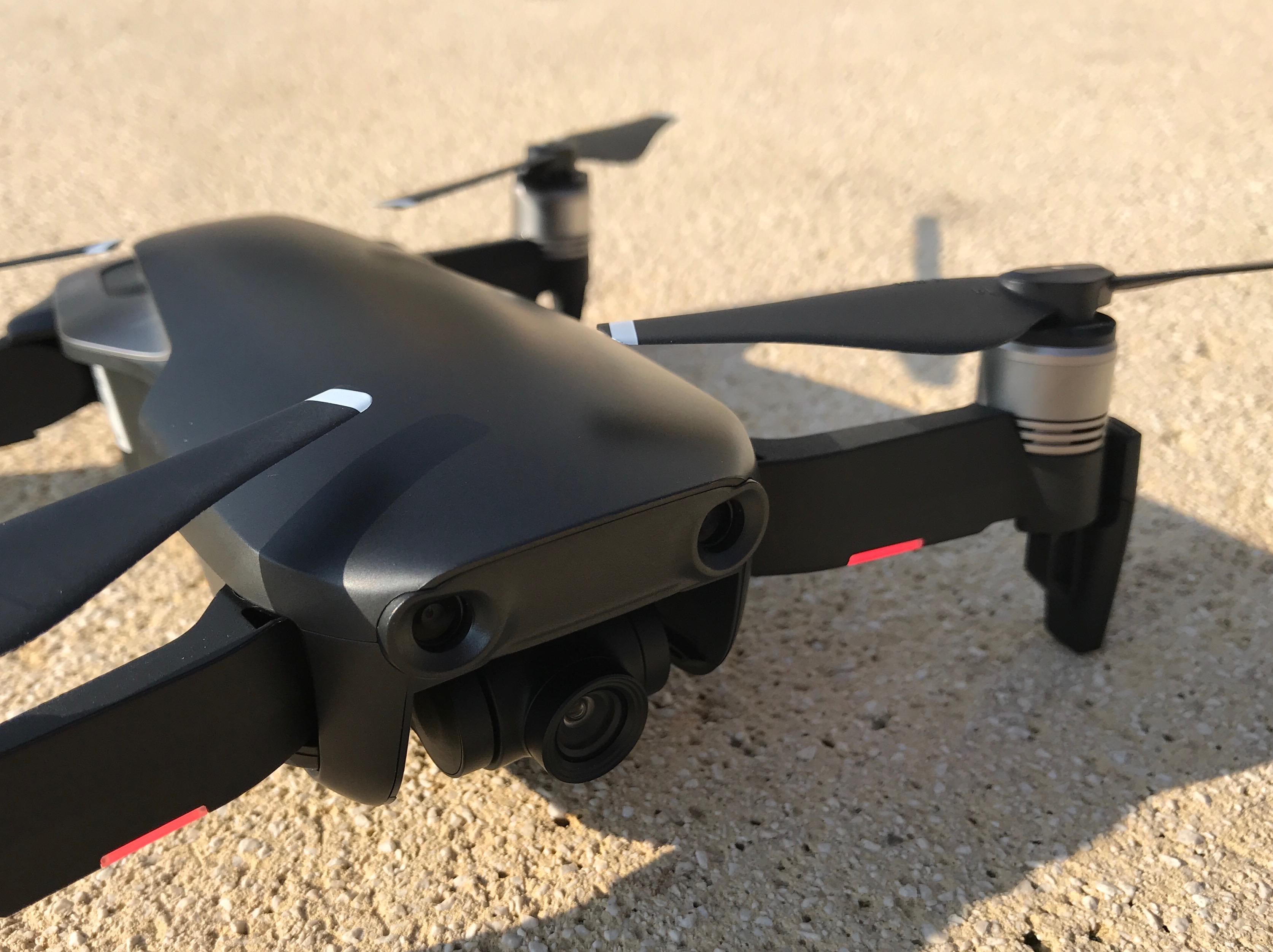 3ceb1f35f16 Concernant les possibilités de stockage sur le Mavic Air, plusieurs options  s'offrent à vous. Le drone possède une capacité interne de 8 Go, ainsi  qu'une ...