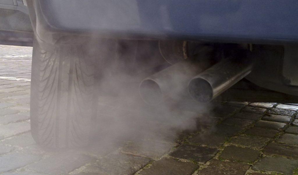 voiture-pollution-pot-echappement-gaz