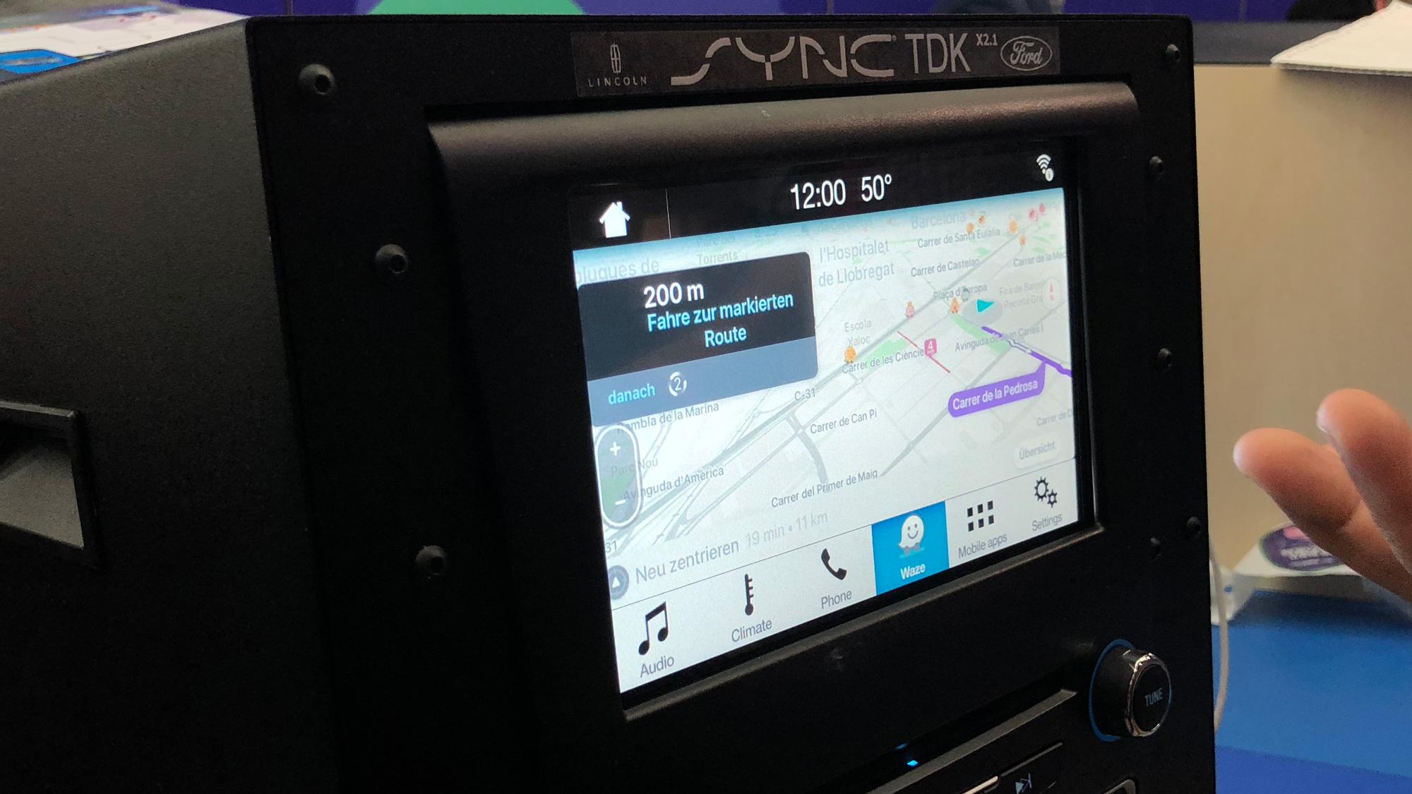 aux c t s d 39 android auto et apple carplay ford se r ve en plateforme pour la voiture connect e. Black Bedroom Furniture Sets. Home Design Ideas