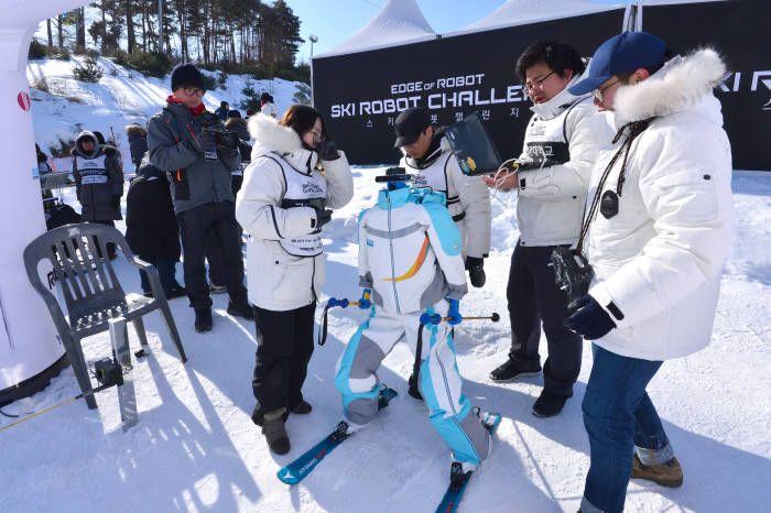 Aux JO d'hiver de Pyeongchang, des robots skieurs ont leur propre épreuve - Tech - Numerama