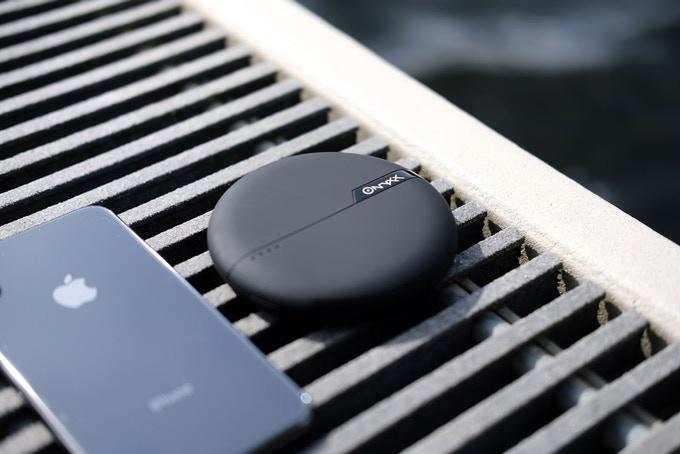 c 39 est une batterie externe sans fil qui recharge votre smartphone sans fil tech numerama. Black Bedroom Furniture Sets. Home Design Ideas