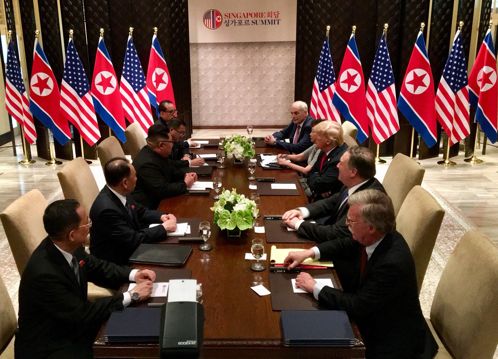 Rencontre Trump/Kim: Une poignée de main historique