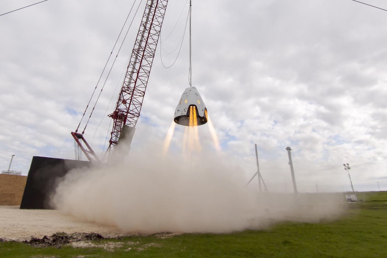 Les touristes de l'espace devront patienter pour décrocher la lune — SpaceX