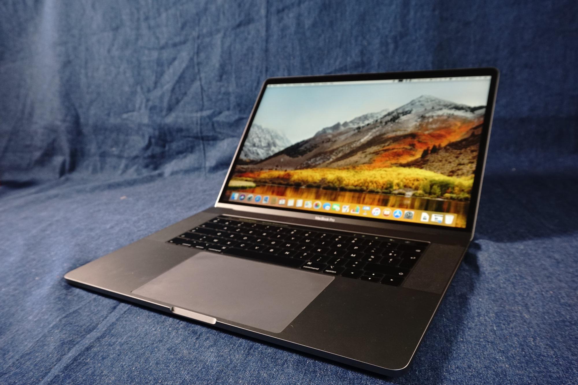 puis-je brancher deux moniteurs à mon MacBook Pro Comox Valley datant