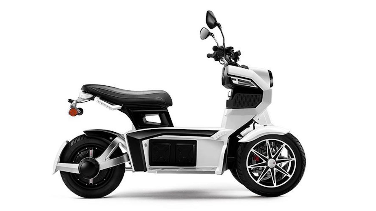 essai du doohan itank 45 le scooter lectrique 3 roues aux allures de jouet vroom numerama. Black Bedroom Furniture Sets. Home Design Ideas