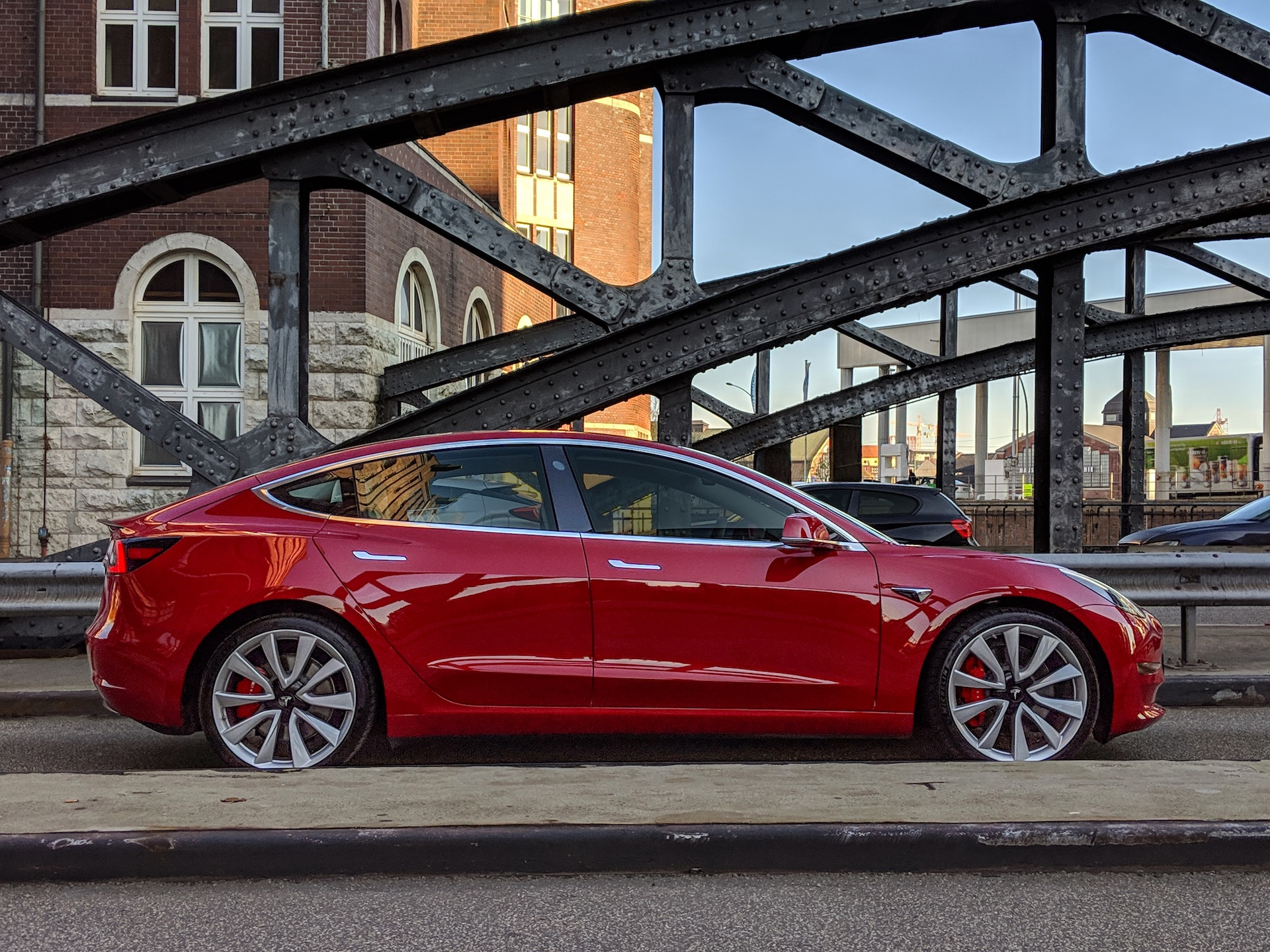 en france le prix de la model 3 de tesla commencera d 39 abord 53 500 euros vroom numerama. Black Bedroom Furniture Sets. Home Design Ideas