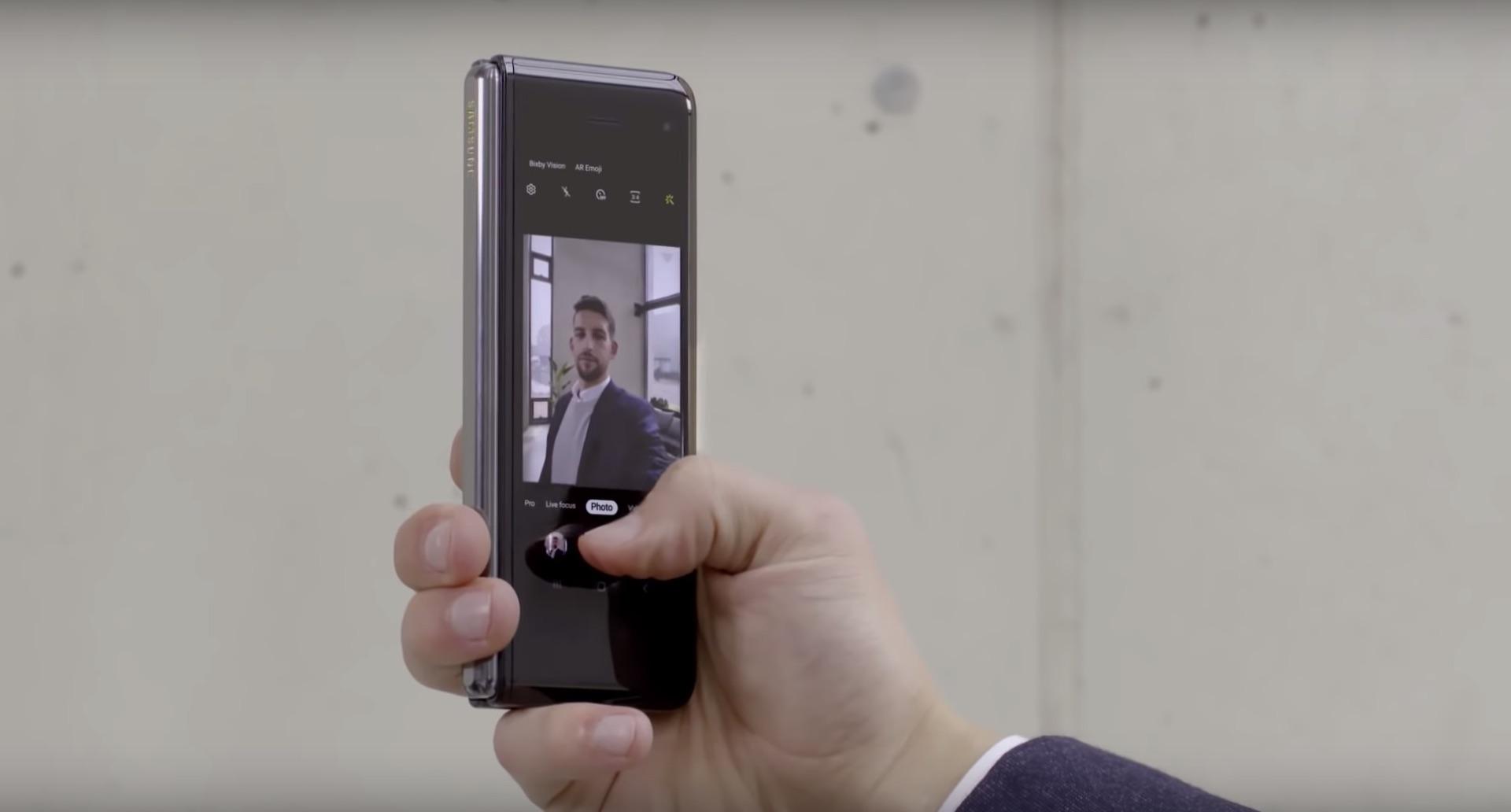 Regardez le Samsung Galaxy Fold se plier et se replier dans cette nouvelle vidéo très ASMR - Tech