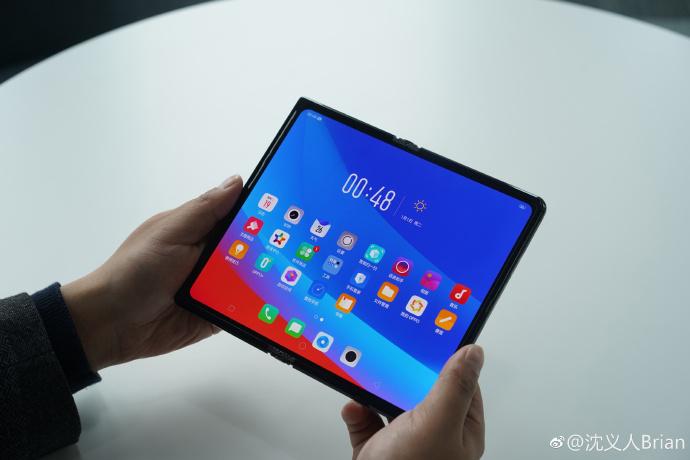 Oppo montre aussi ce qu'il sait faire en matière de smartphone pliable avec un écran vers l'extérieur