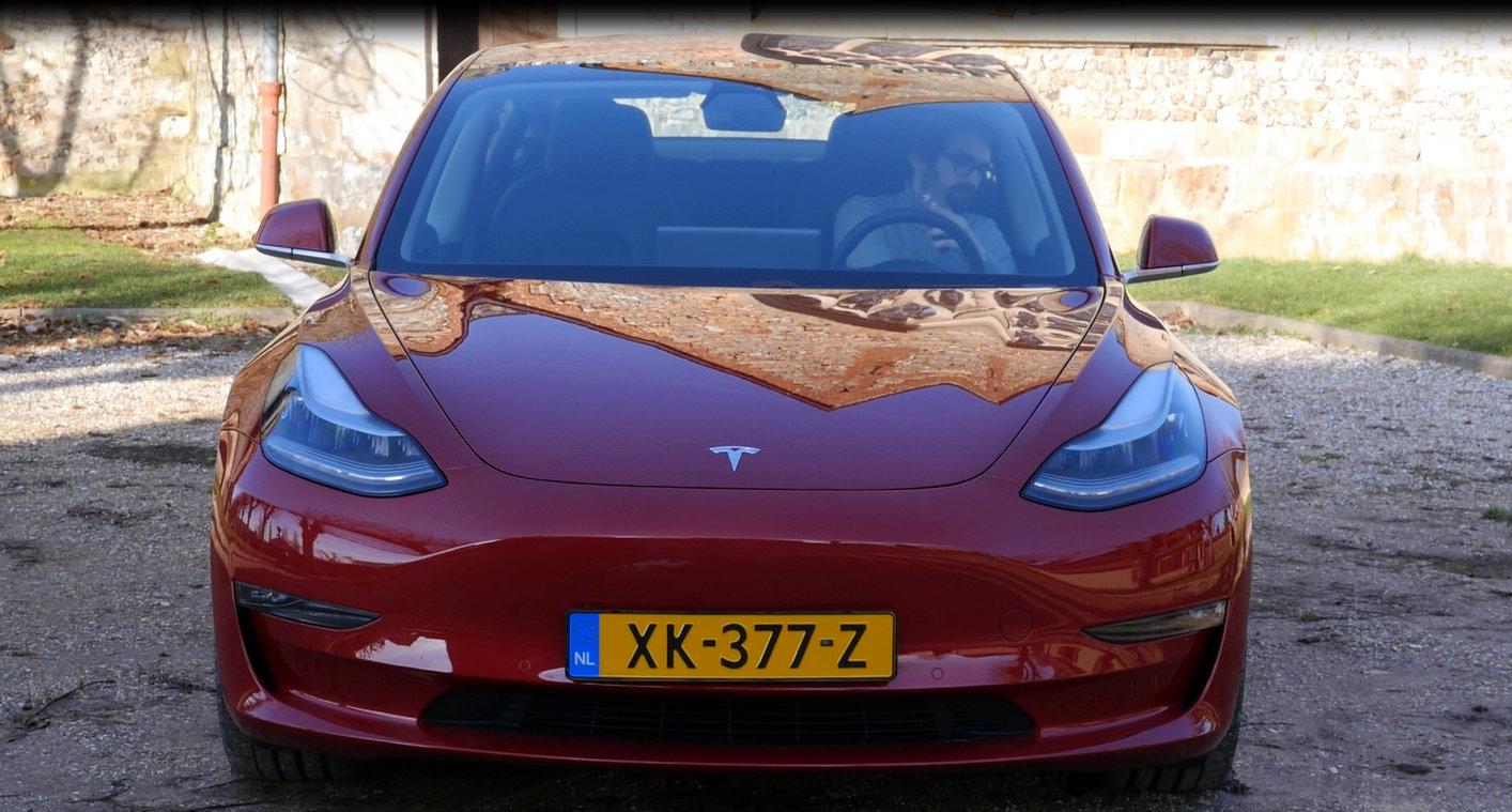 Tesla : l'inconscience des utilisateurs force les autorités à surveiller la fonction Smart Summon