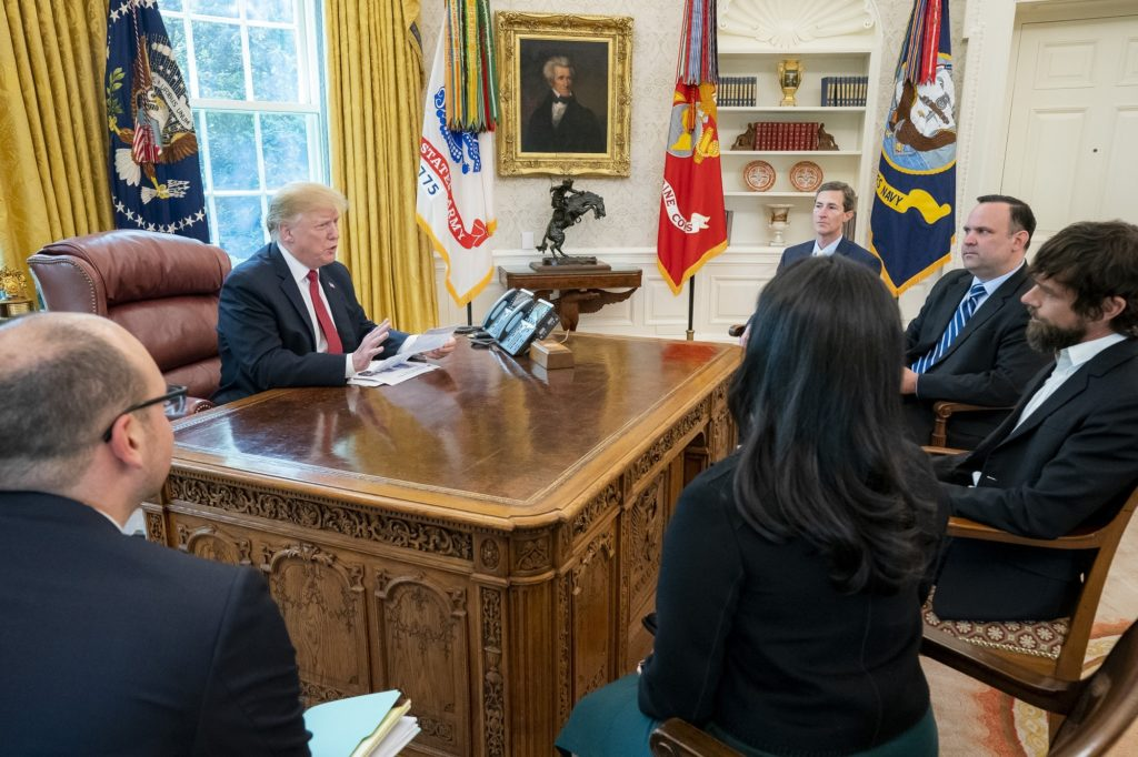 https://www.flickr.com/photos/whitehouse/40715975903/in/datetaken/