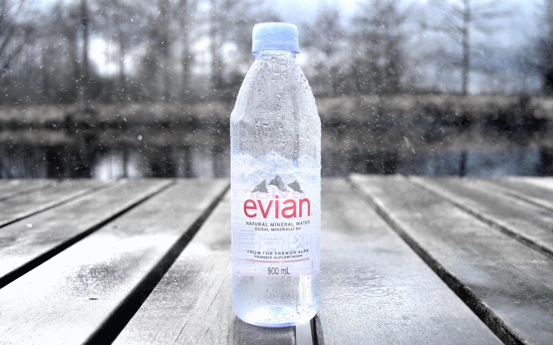 Pour limiter le plastique des bouteilles, Evian a une nouvelle idée… qui n'est pas une bouteille