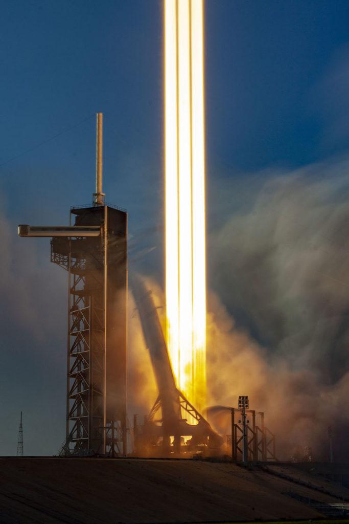 Falcon Heavy SpaceX colonne lumière