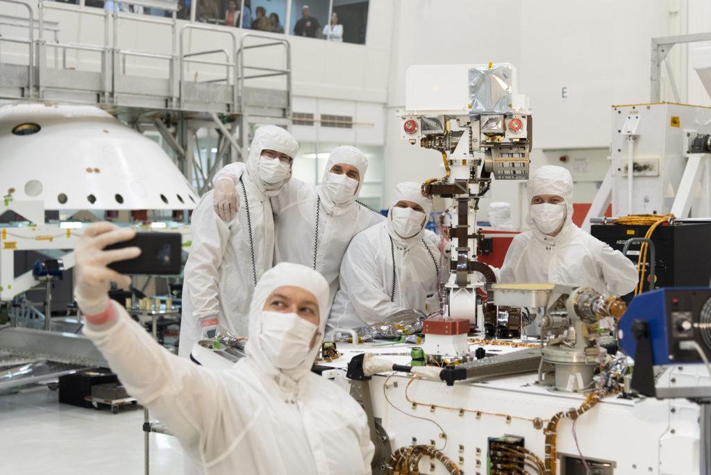 """Préparation du rover Mars 2020 """"Perseverance"""" - Page 9 Mars-2020-selfie-1024x684"""