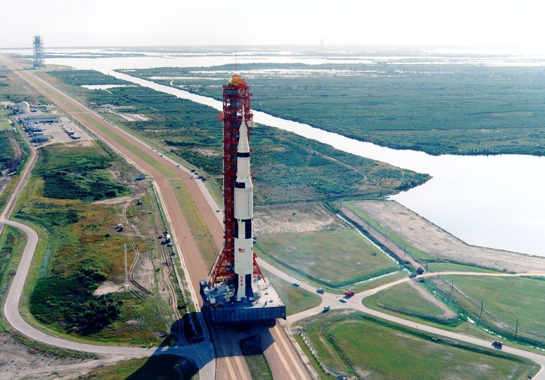 Pourquoi parle-t-on moins de la mission Apollo 8, pourtant tournant de la conquête spatiale ?